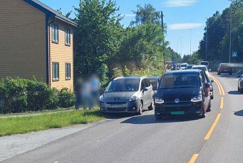 Det ble raskt kødannelse etter et mindre trafikkuhell på Rolvsøyveien torsdag ettermiddag.
