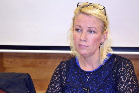 UKULTUR: Ordfører Eva H. Ottesen (Ap) med et samlet formannskap vil ha slutt på ulovlig byggeaktivitet i Gratangen. Foto: Harold Jenssen