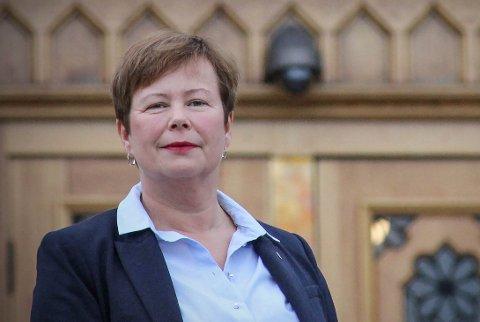 REFSER: Siv Mossleth er transportpolitisk talsperson i Senterpartiet. Hun mener regjeringen forskjellsbehandler veiprosjekt i nord og i sør.