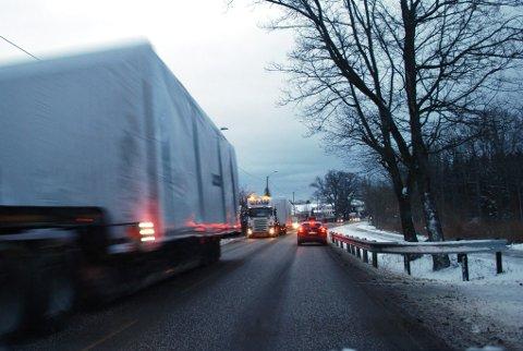 TETT TRAFIKK: Gunnerødbrekka på Borre skal avlastes med ny vei mellom Bakkenteigen og Glenne, har kommunen bestemt. Men de kan ikke bruke bompenger fra Skoppum-veien til dette.
