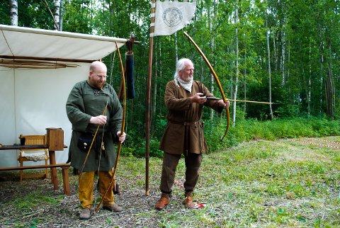 KLARE: Jacob Børsting og Erling Schmidt fra Ribe Vinkinge Langbue Laug i Danmark er klare for festival.