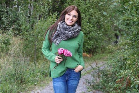 BRYLLUPSTIPS PÅ SKJERMEN: Mona Grudt har samlet bryllupserfaring gjennom to tiår i bransjen. Nå skal hun drive videoproduksjon gjennom et nyetablert odalsfirma.