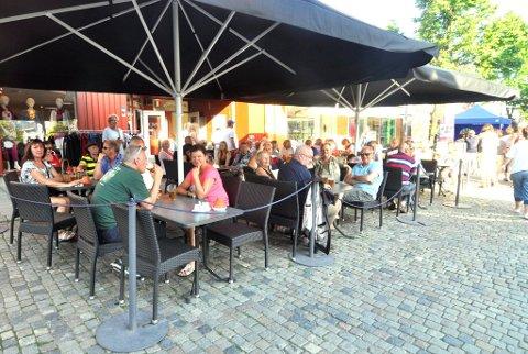 Det har vært møte mellom kommunen og serveringsstedene i Lillehammer om smittevern. De fikk fredag brev om at det blir tilsyn.