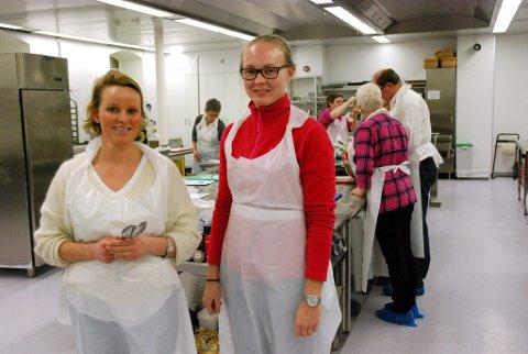 Kursleder og ernæringsfysiolog Julianne Lie (t.v.) har med seg praktikant Ingrid Ulven, som tar en bachelor i Folkehelse.