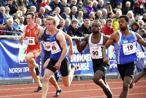 Lillehammer IFs Håkon Morken (i midten) har hatt en sterk sesongåpning. Her i aksjon da han satte personlig rekord på 100-meter i elitestevnet på Hamar forrige uke. Begge foto: Hans Bjørner Doseth