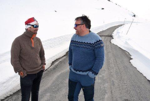 SKAL BLI SPURT: Råmund Mundhjeld, eigar av Sognefjellshytta, og Bjarne Holø, ordførar i Lom kommune.