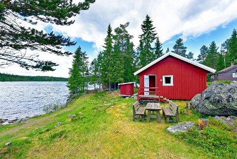 HYTTA: Ligger ved Steinsjøen på Sagvolden.