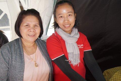 FANT LØSNING: Suwannee Sodok (til venstre) bor i Oslo men har en sterk tilknytning til tempelet på Jaren. Hun var glad da Malai Jokinen stilte opp på kort varsel.