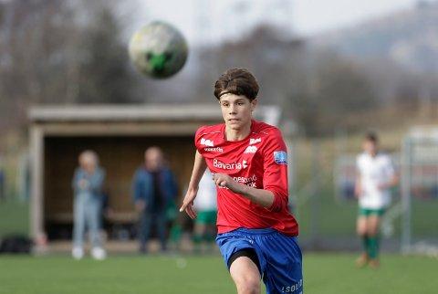 ANGRIPER: Mathias Thuestad spiller er både spiss og flankespiller på Vards G15-lag.
