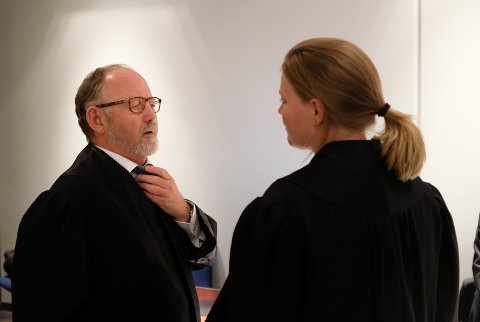 Forsvarsadvokat Trond Hjelde sammen med bistandsadvokat Ingrid Lauvås.