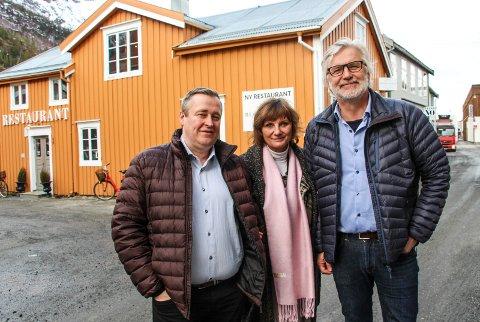 Tom Duesund (t.v) og  Franziska Wika var veivisere for Jon Gunnes