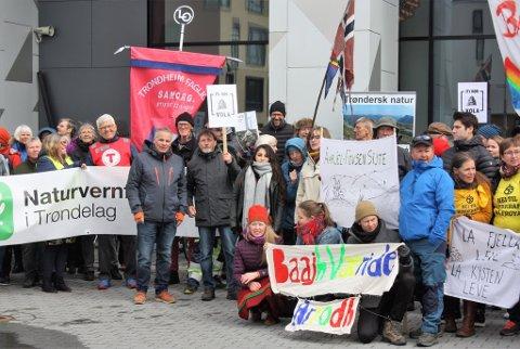 Bildet viser en demonstasjon i Trondheim i regi av Naturvernforbundet.