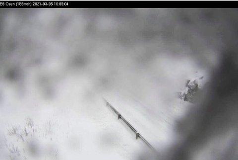 DÅRLIG SIKT: Statens Vegvesen har satt opp webkamera mange steder på Helgeland. Når det er dårlig vær er de ekstra interessante, men da må de vise mer enn de gjør på en uværsdag på E6 Osen.