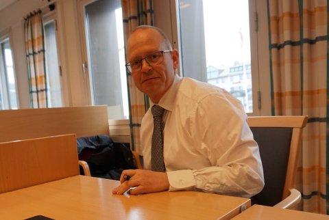 FORSVARER: Jens Bernhard Herstad er forsvarsadvokat for mannen som er tiltalt for å ha begått overgrep mot sin datter. Mannen, som i dag er over 60 år gammel, nekter skyld i saken.