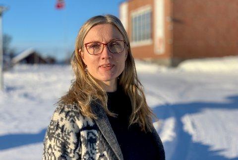 INNBRUDD: Varanger museum har hatt innbrudd i perioden 18. juni til 1. juli. Avdelingsleder Mia Krogh forteller det ble skrevet stygge ord på tavlen, stjålet kontanter og utstyr.