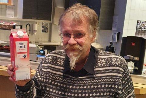 FOR ARBEIDSPLASSENE: Kurt Pasvikbamsen WIkan  oppfordrer til å handle disse framfor større pakker,  i Finnmark.