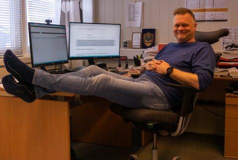 SITTER TRYGT: Selv om det renner penger ut av selskapet, er styreleder Sten Rune Pettersen rolig. – Vi har fått kontroll på utgiftene. Underskuddet kommer fordi vi ikke har fått noe korona-støtte.