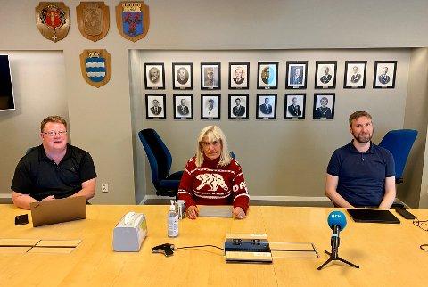 MØTES: Kommunedirektør Hugo Thode Hansen, ordfører Kari-Anne Opsal og kommuneoverlege Jonas Holte.