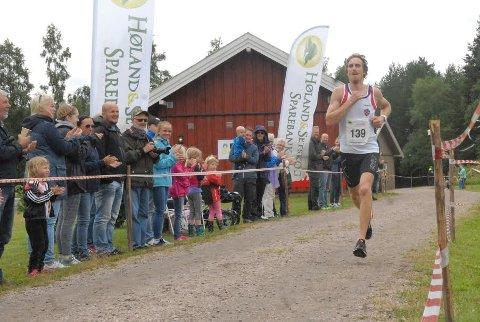 VANT: Pål Orhaug fra Varteig vant den lengste distansen, full maraton, under Unionsmarathon på Rømskog i dag. Foto: Svein Samuelsen