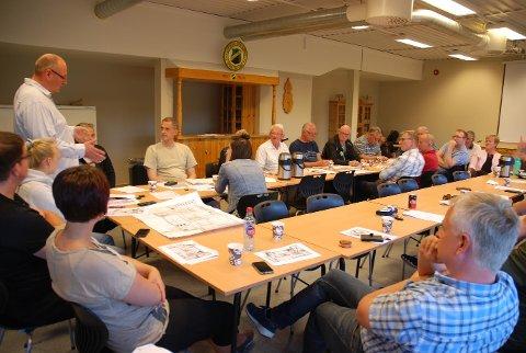 JEVNT: Steinar Aasen (t.v.) og resten av styret i AFSK fikk knappest mulig flertall for planene om å etablere treningsstudio i andre etasje i Aurskoghallen. BEGGE FOTO: TRYM HELBOSTAD