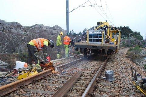 NUMMER TRE AV FIRE: Neste ukes planlagte stengning på grunn av arbeid på Jærbanen, er den tredje av fire dette året. Dette bildet er fra arbeid på sporet tidligere i år.