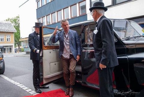MARSJGENERAL: Olaf Ausdal elsker å skape engasjement og lørdag fikk han med seg et 30-talls andre til å gå fra Egersund til Midgardsormen som ligger mellom Bryne og Klepp stasjon.