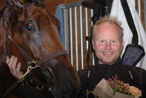 GJØR ALT RETT: Stein Ivar Kløven har suksess med sine hopper. Nå var det Aida Mae som gikk til topps.Foto: Henning Døvle
