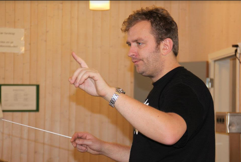 KONSERT TORSDAG: Kulturskolelærer Jørn Sverre Andersen er nyansatt dirigent for Holmestrand skolekorps.