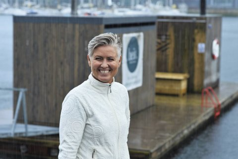 Selv om mange studenter har sommerferie utenfor byen, har ikke kundemassen til Pedersen avtatt. Nå gleder hun seg til den kommende høysesongen.