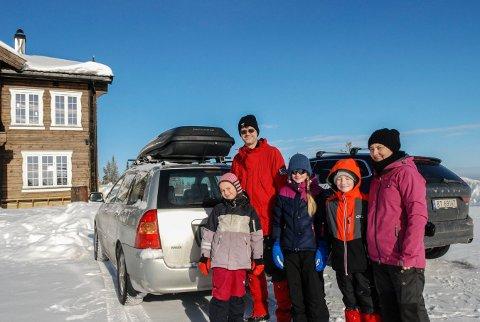 HELMAKS: Familien Myhre fra Oslo koste seg på Blefjell denne uka.