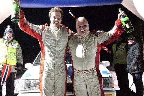 GLADE GUTTER: Kartleser Kristian H. Eriksen (t.v.) og Mats Peder Hvambsahl jubler etter triumfen i NM-runden på Kongsvinger.FOTO: ANNE BERIT REINSBORG JOHANSEN