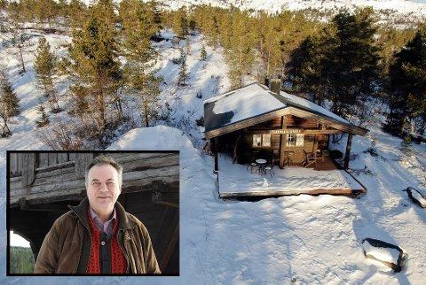 """VIL BYGGE: Grunneier Svein Duesund vil gjerne berge Sørstul Seter her inne i fjellskogen innenfor Nordstul-parkeringen. Han tenker seg et """"naturhotell"""" med servering her i sitt og arkitektens arbeid med detaljreguleringsplan."""