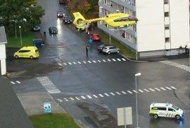 Helikopteret letter fra sentrum med den skadde kvinnen for en måned siden.