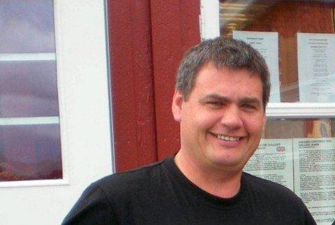 Fornøyd: Daglig leder Torbjørn Malnes ved Galleri Lofotens Hus i Henningsvær noterer seg for en god sommer.