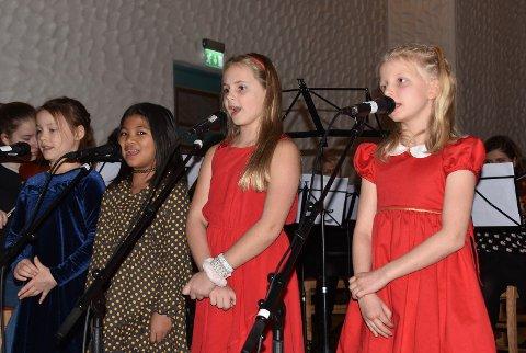 Adventskonsert Vågan kulturskole: Selma, Sonia, Mathea og Marie framførte vakker sang