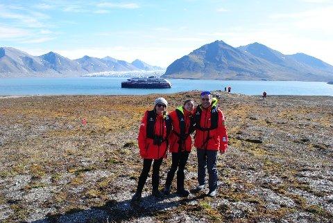 """Lang reise: Maria Garcia, Enrique Limon og datteren Emilia Limon var på reise med hurtigruteskipet """"Roald Amundsen"""" til Svalbard. Uvitende som koronasmitten ombord dro de videre til Lofoten."""