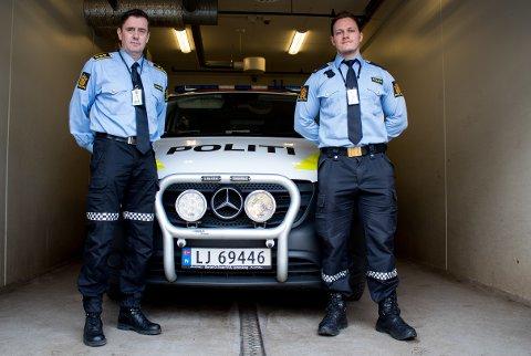 OVERFLOD: Svært mange nyutdannede politifolk er uten arbeid. Det er en vanskelig situasjon forteller politisjef Ketil Finstad-Steira (t.v), her sammen med stasjonens nyeste tilskudd Theodor Reinfjell Kristiansen (26).