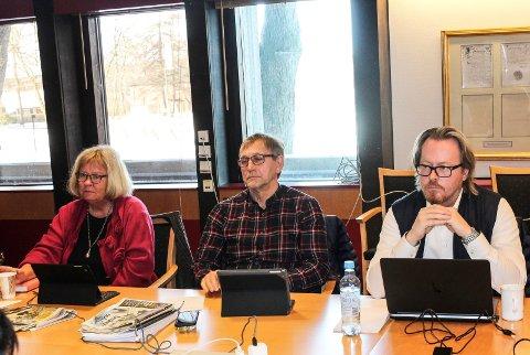 AMPERT: - At Rødt snakker i store ord så lenge pressen er til stede, er velkjent taktikk, sa Fred Jørgen Evensen (Ap). I midten: Eirik Tveiten (Rødt) og t.v. May Hansen (SV).