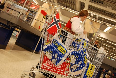 17 mai i Sverige: Mange nordmenn tar på seg bunad og drar til Sverige for å handle 17.mai.