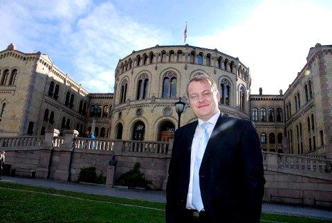 MENER HAN NÅR FRAM: Erlend Wiborg (Frp) møtte samferdselsministeren om riksvei 19 torsdag og er tilfreds med svaret Jon Georg Dale så langt gir om det videre arbeidet med riksveien.