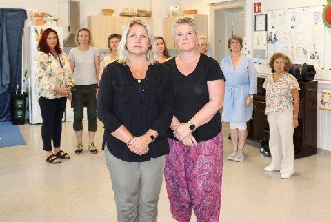 LØSTE SEG: Pedagogisk leder Ann-Katrin Berget (foran t.v.) og helsesykepleier Cecilie Feiner Høyland og de andre ansatte er lettet over at Åpen barnehage slipper å flytte til Jeløy. Den får leie lokaler i Skoggata i stedet.