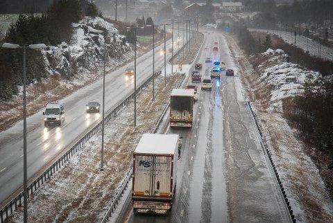 UHELL: Lørdag ettermiddag skal en sjåfør ha mistet kontroll på bilen på E6 i Vestby.