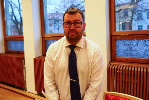 KRITISK: Advokat Frode Wisth, som forsvarer en ranssiktet 18-åring, mener politiet burde gjort mer i saken mot hans klient