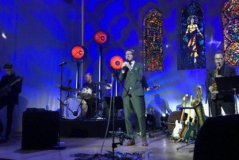 GÅSEHUD: Adam Douglas gjorde stor sukssess med konserter i Nordstrand kirke i 2017. Nå er han tilbake med en nedstrippet og stemningsfull konsert lørdag 2. februar. Arkivfoto