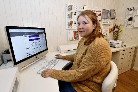 Nettbutikk: Fra en PC på arbeidsrommet administrerer Silje Hagen nettbutikken sin.