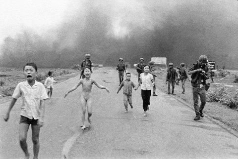 Det ikoniske bildet fra Vietnam-krigen har skapt mye debatt om og på Facebook de siste ukene. (Foto: AP Photo / Nick Ut)