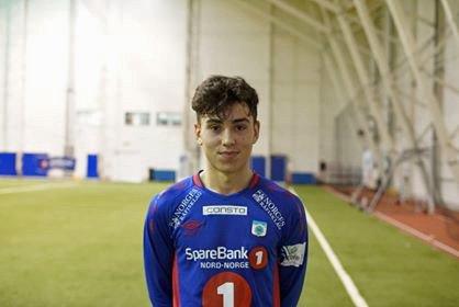 TUILs stortalent, Sebastian Tounekti (16), følges av en rekke klubber i Norge og i utlandet. Snart venter et treningsopphold i tyske Freiburg for unggutten.