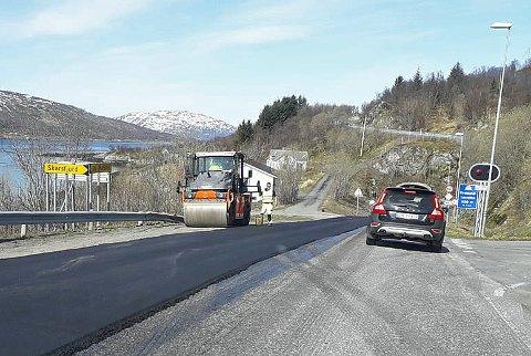 ARBEIDET I GANG: Asfalteringen av Fv 863 mellom Skulgam og Hessfjord på Ringvassøy startet denne uken.