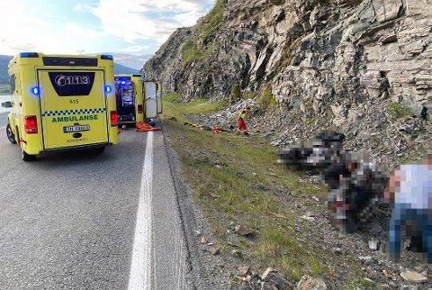 BLE FLØYET TIL UNN: Begge mc-førerne ble fløyet til UNN i Tromsø etter ulykken. Foto: Vebjørn Nyvoll