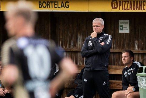 LITT Å TENKE PÅ: Gaute Ugelstad Helstrup leder fortsatt serielederen i 1. divisjon, men to seire på sju kamper gjør at det kreves kjapp bedring hvis ikke de skal bli forbigått på tabellen. Mandag venter Sandnes Ulf borte.